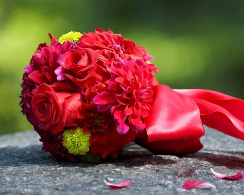 picture of red bouquet